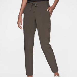 Athletes Midtown Ankle Pant, Arbor Olive size 8
